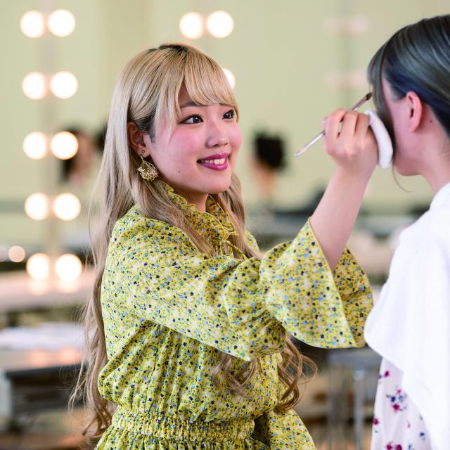 鎌倉早見美容芸術専門学校 メイクの授業を体験してみよう!1