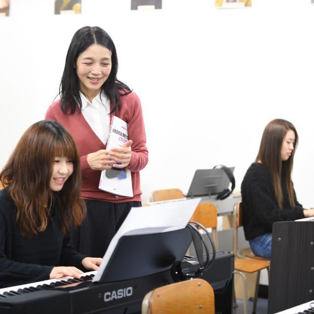 東京福祉保育専門学校 『魔法のピアノレッスン』たった60分で両手弾きができます♪1