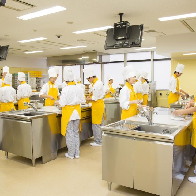 AST関西健康・製菓専門学校 ◆パティシエの学校◆平日【昼間】の見学・相談を受付中★4