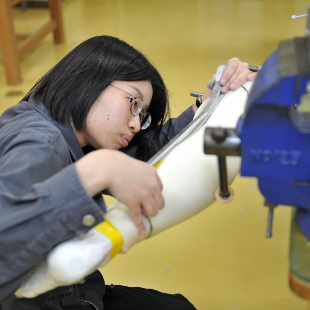 西武学園医学技術専門学校 東京新宿校 オープンキャンパス(義肢装具学科) 人工足を使った採型2