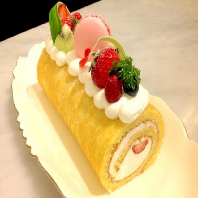 山手調理製菓専門学校 【製菓】フルーツロールケーキ1
