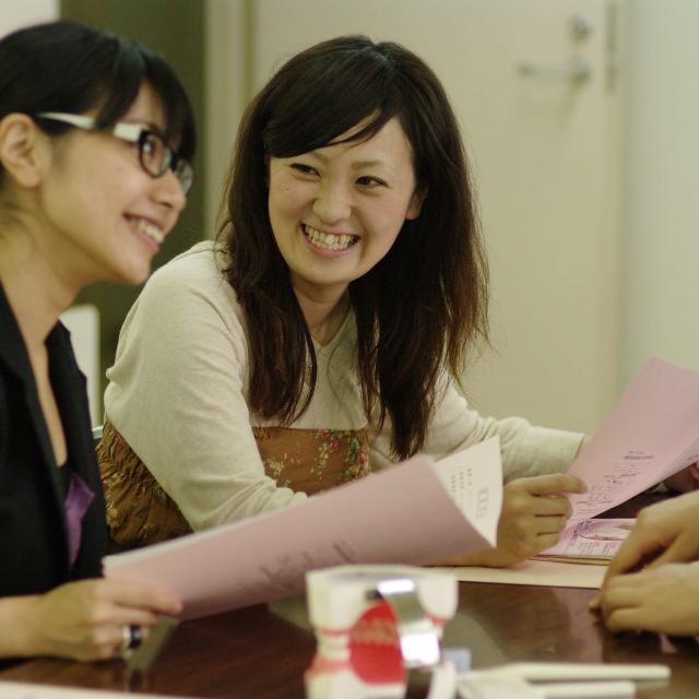 新横浜歯科衛生士専門学校 デコストラップ作り体験1