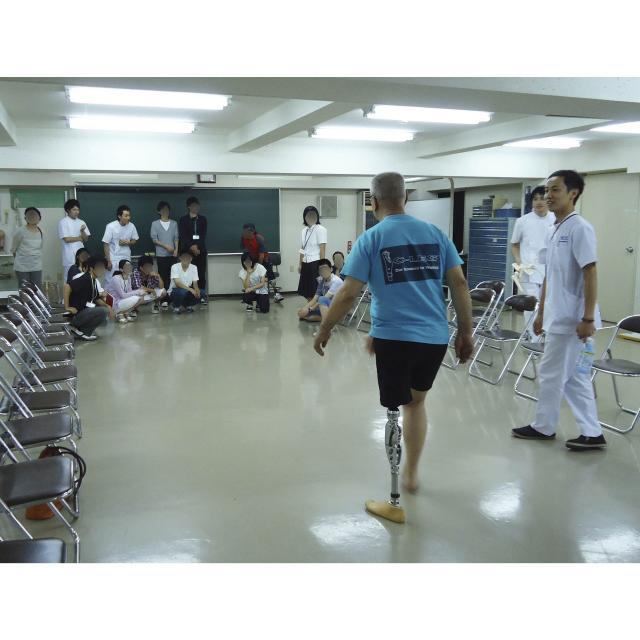 専門学校 日本聴能言語福祉学院 【義肢装具学科】大腿義足の採型から適合までを見学しよう!3