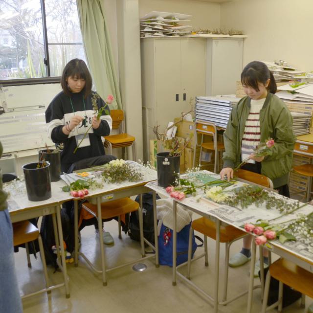 日本ガーデンデザイン専門学校 フラワーバレンタイン 在校生と一緒に心を込めたブーケづくり1