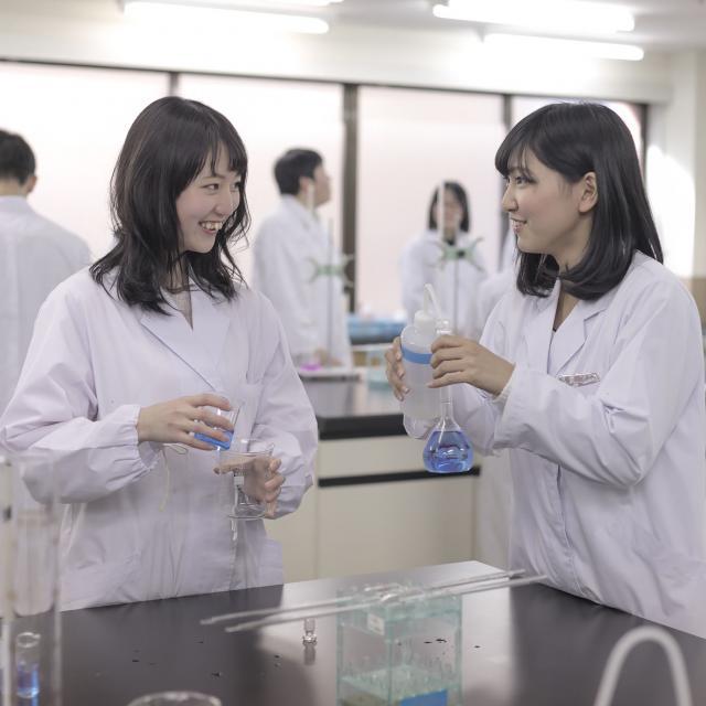 日本分析化学専門学校 ご都合のいいお時間に個別説明します! 8月 学校見学2