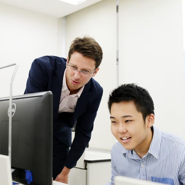 外語ビジネス専門学校 〈ネットビジネス〉英語をインターネットの世界で活かそう!1