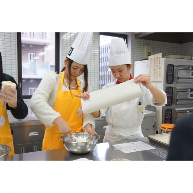 神戸国際調理製菓専門学校 「二段のウェディングケーキ」一人でつくります!!4