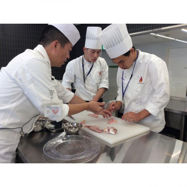 山手調理製菓専門学校 【日本料理】鯛の薄造りと鯛茶漬け2