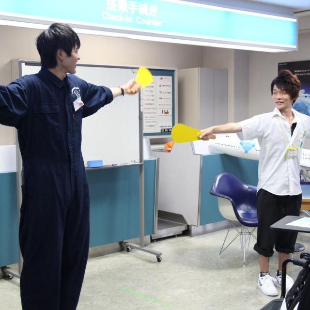 ホスピタリティ ツーリズム専門学校大阪 【グランドハンドリング】職業なりきり体験オープンキャンパス3