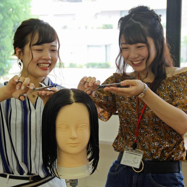 九州美容専門学校 お1人の方も丁寧にフォローする九美のオープンキャンパスです!1