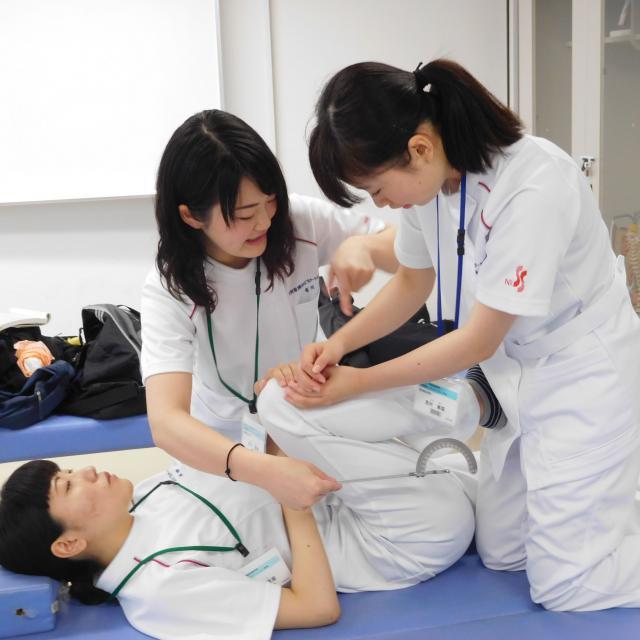 下関看護リハビリテーション学校 理学療法学科オープンキャンパス ~触ってガッテン 骨と筋~2