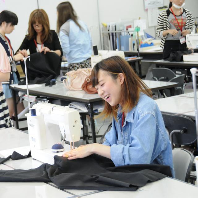 マロニエファッションデザイン専門学校 現役デザイナー直伝!ドレーピング体験1