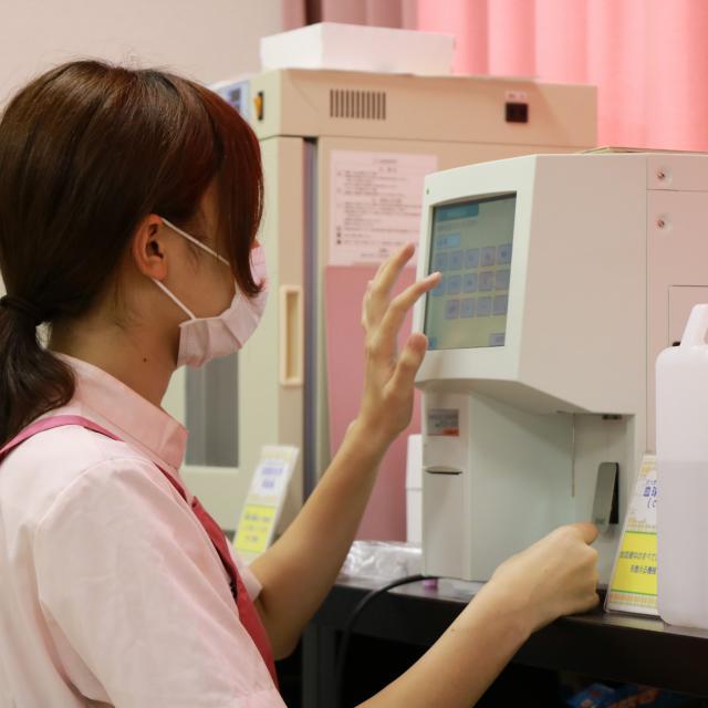 YIC京都ペット総合専門学校 動物看護師のお仕事~顕微鏡を使って検査をしてみよう~2