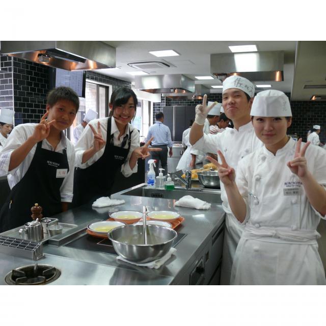 町田調理師専門学校 【フォトコンテスト開催】〈桃の節句の手まり寿司〉3