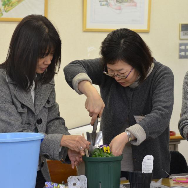 日本ガーデンデザイン専門学校 春が待ち遠しい 長~く楽しむ寄せ植え2