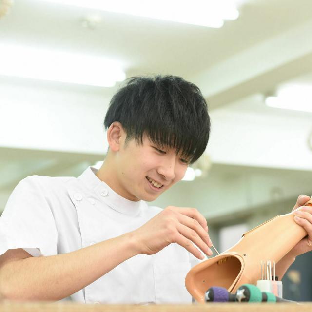 専門学校 日本聴能言語福祉学院 【義肢装具学科】筋電義手を操作してみよう!4