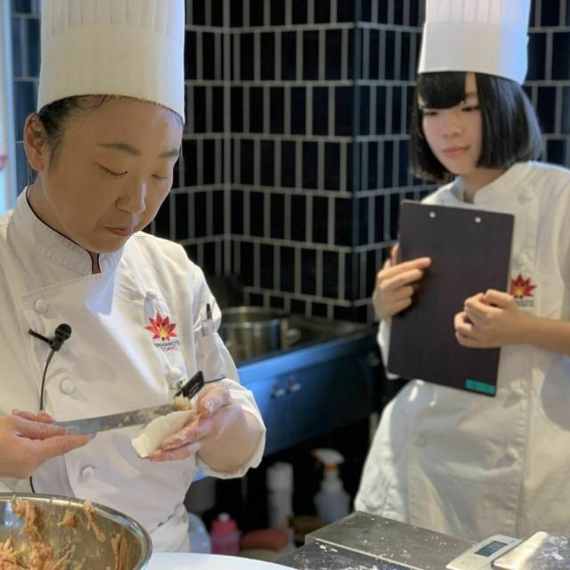 東京山手調理師専門学校 【中国料理】エビチリ丼と杏仁豆腐3