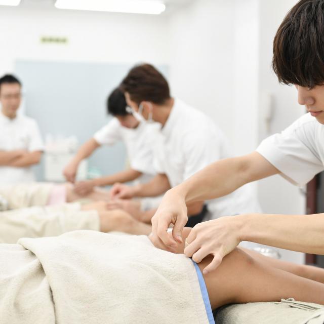 お茶の水はりきゅう専門学校 スポーツでも加齢でも膝痛は多い。鍼灸治療で痛みの緩和!1