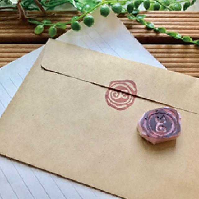 大阪ビジネスカレッジ専門学校 『消しゴムはんこ』を使ってメッセージカードを作ろう!1