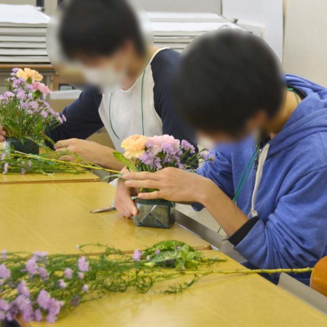 日本ガーデンデザイン専門学校 在校生が教える アレンジメント作り2