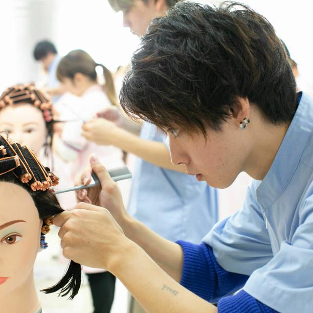 ハリウッド美容専門学校 個別相談会(オンライン)1
