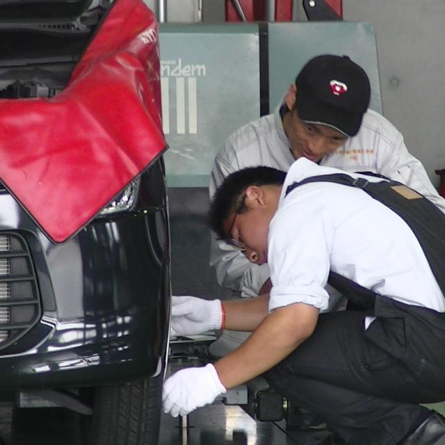高崎自動車整備大学校 自動車のメンテナンス体験3