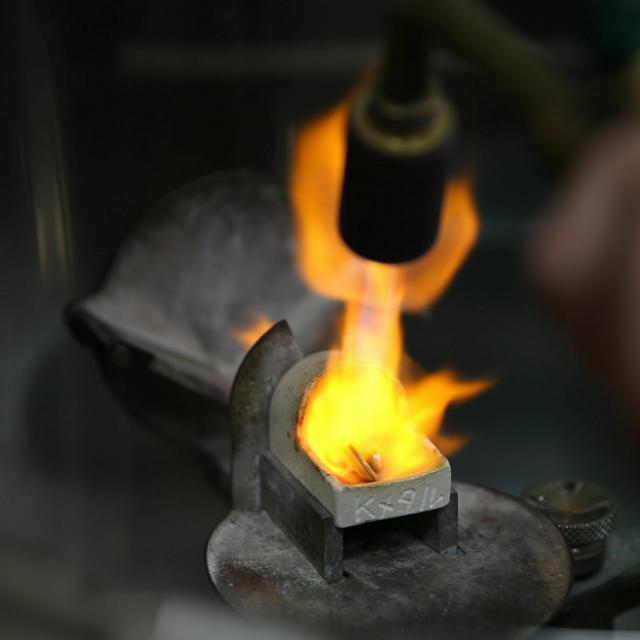 愛知学院大学歯科技工専門学校 ペンダントの製作「鋳造を体感しよう!」2