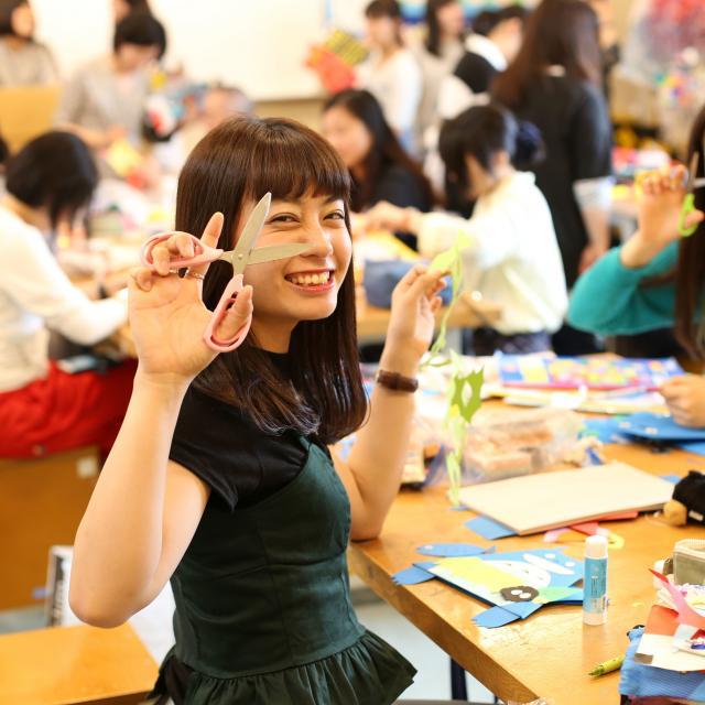 名古屋文化学園保育専門学校 体験授業「こどもの絵」&こども園の先生の話を聞こう1