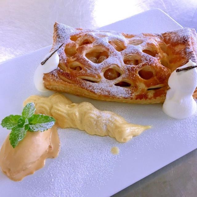 愛知調理専門学校 りんごの美味しい季節です!本格♪焼きたてアップルパイ!1