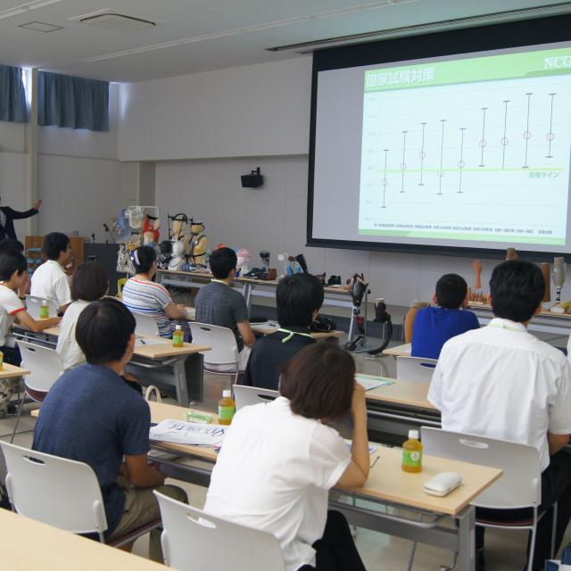専門学校 日本聴能言語福祉学院 【義肢装具学科】義肢装具士の現場を見学してみよう!2