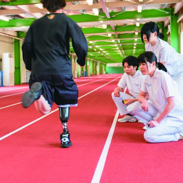 北海道ハイテクノロジー専門学校 スポーツ義足を組み立てよう!1