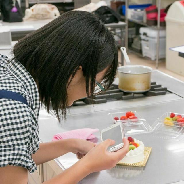 広島会計学院ビジネス専門学校 楽しく一人一台『トロピカルフルーツのケーキ』を作ろう♪3