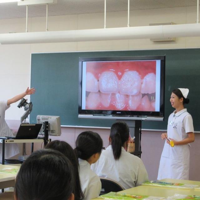 歯科衛生士科 模擬授業&実習をプチ体験!在校生がアシスト