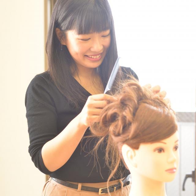 IBW美容専門学校 暑い夏こそ簡単ヘアアレンジで涼しく☆1