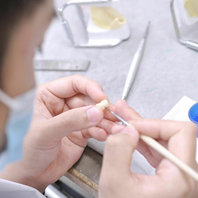 愛知学院大学歯科技工専門学校 臨床技工の体験「技工装置を製作しよう!」1
