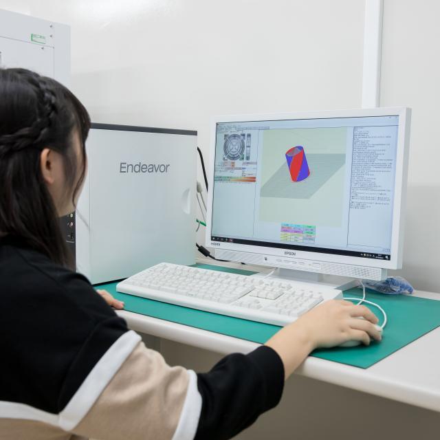 エプソン情報科学専門学校 機械系3次元CADを使って立体データを作成しよう1