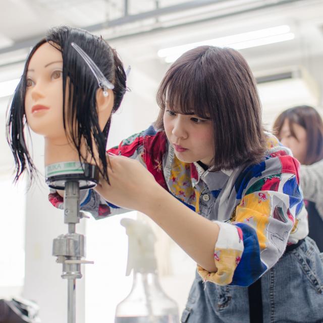 名古屋理容美容専門学校 今どきネイル体験4