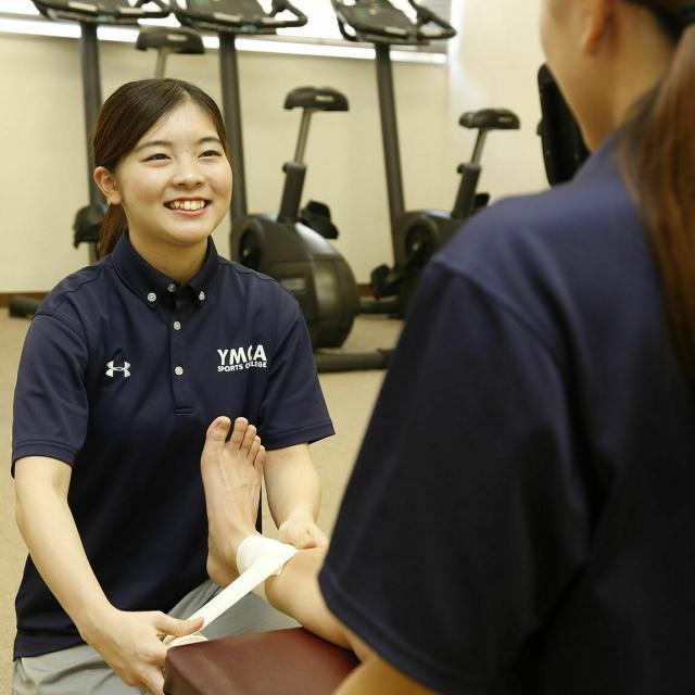 横浜YMCAスポーツ専門学校 スポーツトレーナーに学ぼう テーピング実技1