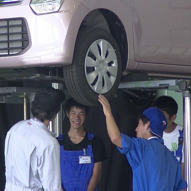 高崎自動車整備大学校 自動車のメンテナンス体験2