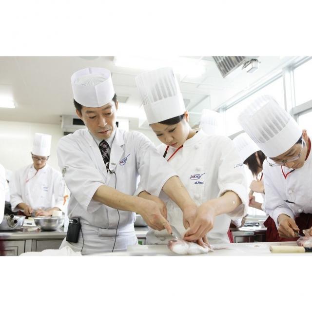 大阪調理製菓専門学校 【日本料理】握りずしの盛り合わせ2
