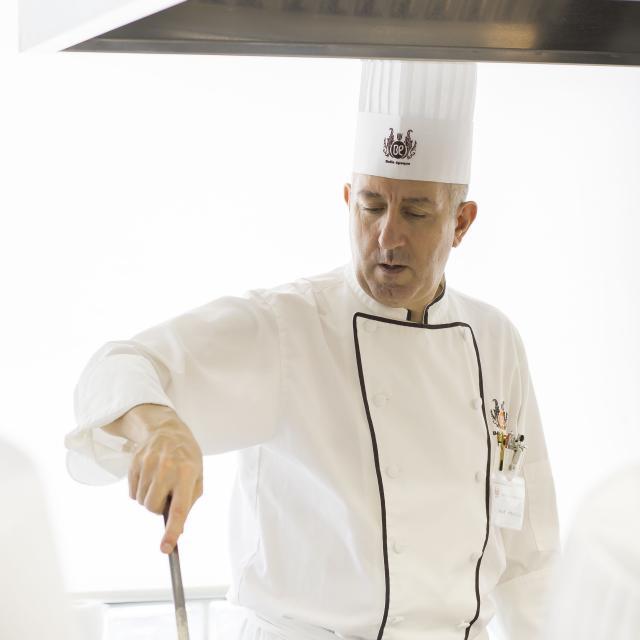 札幌ベルエポック製菓調理専門学校 【フード体験】本場フレンチに挑戦!鶏肉のフリカッセ2