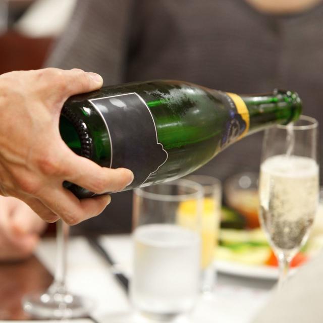 YICビジネスアート専門学校 6/16(日)【ホテルブライダル】グラスに刻印をいれよう!1