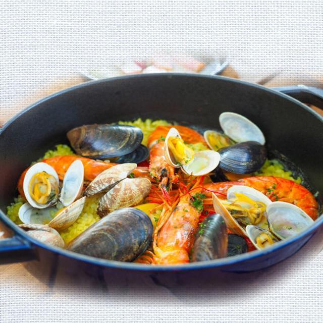 西武調理師専門学校 新鮮魚介で作る本格パエリアと冷製スープ1