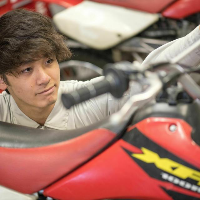 日本モータースポーツ専門学校大阪校 バイクを触ってみよう!【二輪レースメカニックコース】1