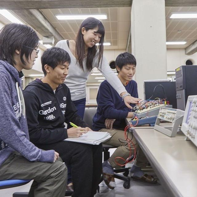 産業技術短期大学 【電気電子】電力や情報伝送に精通した電気エネルギー技術者に1