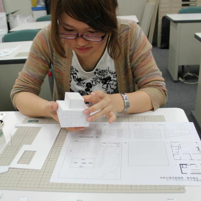 専門学校 東京テクニカルカレッジ [建築科]半日体験~「プロ仕様の建築模型を作ってみよう!」1