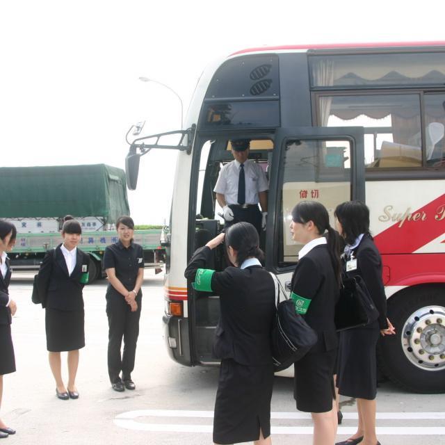 西鉄国際ビジネスカレッジ 夏休み特別企画 オープントップバスで巡る福岡定番スポット3