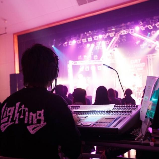 キャットミュージックカレッジ専門学校 照明スタッフ専攻●照明機材を体験してみよう!2