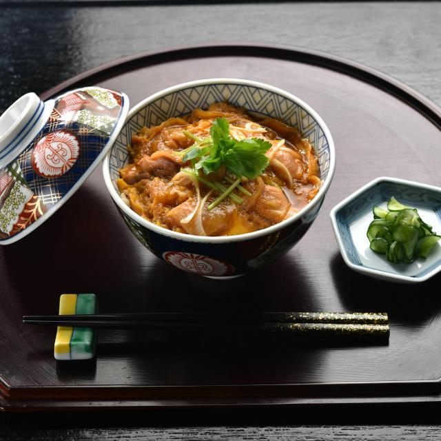 東京調理製菓専門学校 ふわふわ卵の親子丼1