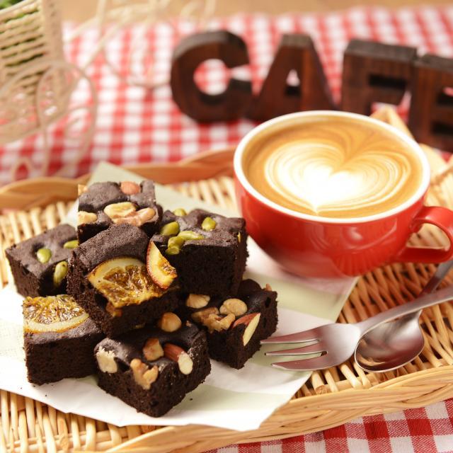札幌ベルエポック製菓調理専門学校 【カフェ体験】チョコレートスイーツ♪ブラウニー&カフェモカ1